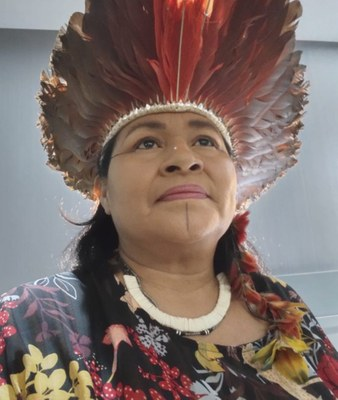 Ganhadora do prêmio Mulheres que Fazem a Diferença, indígena dá voz a seu povo